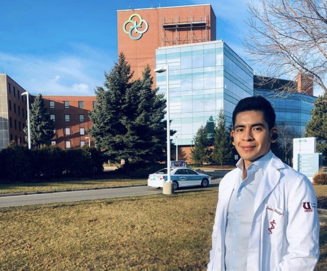Ecuadorian Medical Student, Jaimie, during his Chicago U.S. clinical experience.
